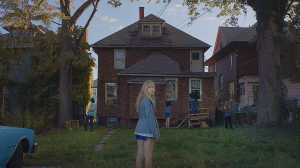 it-follows-movie-maika-monroe-abandoned-house